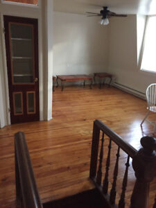 Lower Easthill 2 bdr / 2 bathr apartm partially furnish for rent