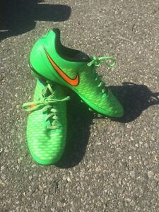6 different youth outdoor soccer cleats London Ontario image 2