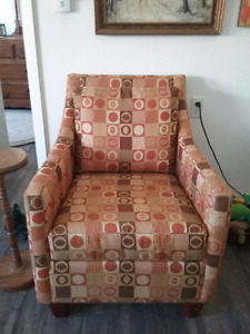 Lovely modern comfortable occasional chair'
