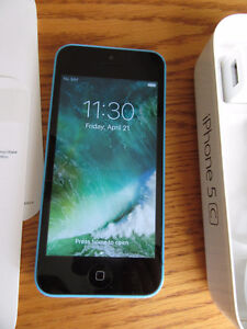Telus / Koodo iPhone 5C Blue -Mint condition in retail box