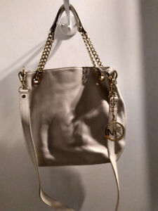 Sac a main Michael Kors.
