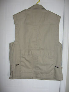 Tilley Vest of Many Pockets Gatineau Ottawa / Gatineau Area image 3