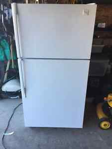 Whirlpool gold fridge in excellent clean condition