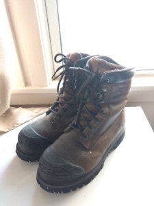 Men's size 7.5 steel toed work boots