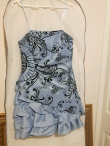 Laura Size 8 High End party dress