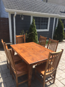 Mennonite Table and 6 Chairs