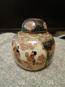 Vintage chinese porcelain jar hand painted gold gilt
