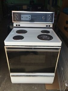 Four a vendre 40$ oven to sell 40$