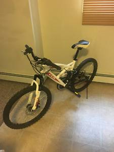 SELLING MY BIKE $180, GREAT CONDITIONS
