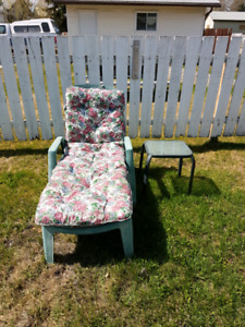 Patio lounger with small table