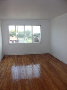 New Renovated 4 1/2 Apartment Availble for July !!!