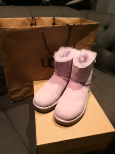 UGG siZE 6 BRAND NEW