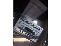 Roland mc303 groovebox analogue synth drum machine