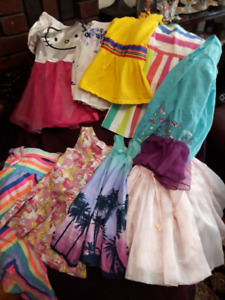 LARGE BAG OF SUMMER CLOTHES FOR GIRLS - SIZE 4T