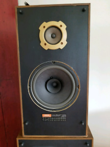 Akai CW-T20 Speakers