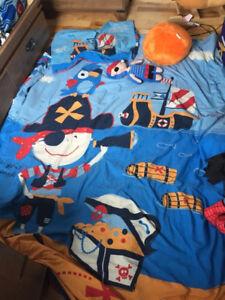 Ensemble douillette et décoration  thème pirate enfant