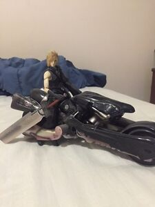 Final fantasy 7 advent children cloud motorcycle figurr London Ontario image 1