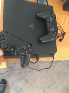 Play Station 4 500 gb + 2 Manettes