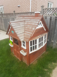 Backyard Discovery Playhouse