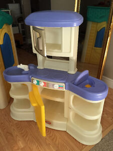 LITTLE TIKES PLAYHOUSE AND MINI KITCHEN Cambridge Kitchener Area image 4