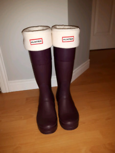 Plum coloured HUNTER rainboots