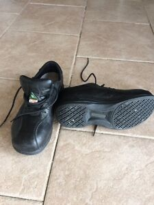 Woman's safety shoes size 6