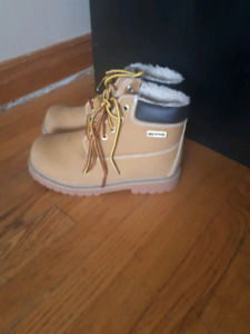 Size 1 waterproof hiking boots great for fall