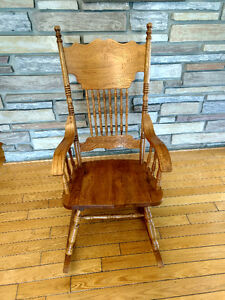 Nice solid wood rocking chair/ chaise bercante