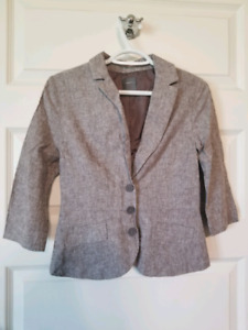 Women's Suit Size 4 includes Blazer, Skirt and Pants