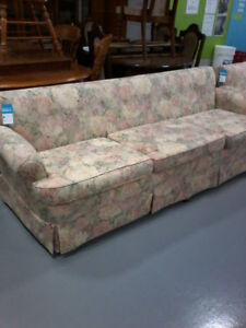 Beautiful floral print 2pc sofa set in perfect condition