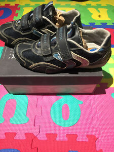 GEOX Kid's Shoes in Navy, US Size 3, GREAT Condition!