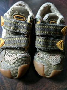 GEOX Size 5.5 Running Shoes, Fits 12-18 months