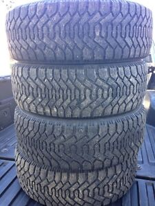 215/60/16 winter tires ( goodyear )