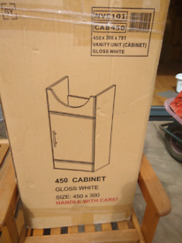 Vanity unit and basin in box never used