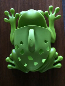 Boon frog pod bath scoop and storage.  Peterborough Peterborough Area image 1