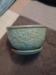 Very nice small teal color ceramic planter $5