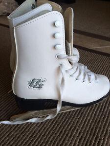 Like new Toddler Girl ice skates - size 12 London Ontario image 1