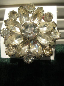 OLD-FASHIONED VINTAGE LADY'S FLORAL BROOCH