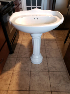 Pedestal Sink (Large)