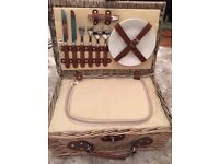 AMAZING - New wicker picnic basket set with all contents
