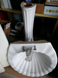 Clamshell sink
