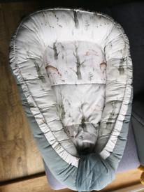 Baby nest, sleepyhead style