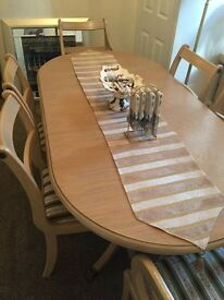 Dining table - great condition!!