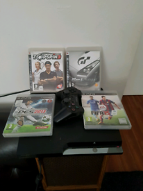 PlayStation 3 120GB 4 games 1 pad