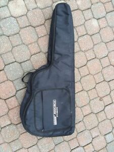 Guitar case West Island Greater Montréal image 1