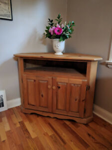 SOLID PINE CORNER UNIT