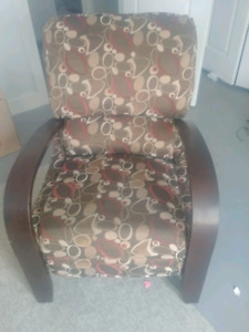 Recliner chair in excellent conditio ln