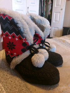 Womens size 5 slippers.