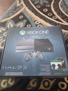 Xbox one 1 tb halo 5 edition.. never played