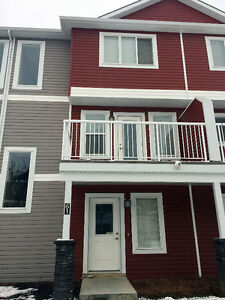 Three bedrooms double attached garage Townhouse in Rutherford